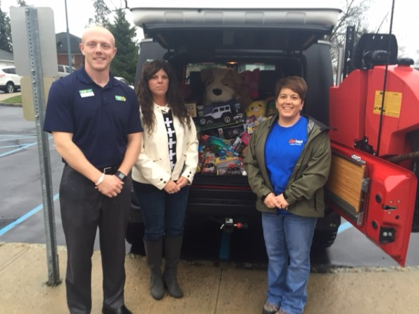 QuakerSteak&Lube_NORWESCAP toy donation
