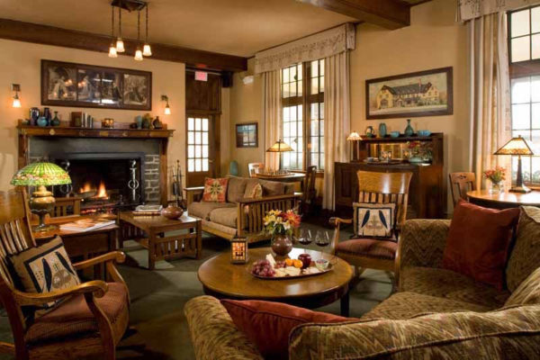 The Settlers Inn, a beautifully restored Craftsman lodge, will offer free rooms to active duty and retired military on Thursday, November 10, 2016.